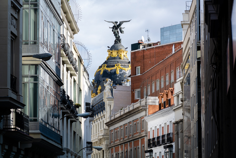 closeup-shot-of-dome-with-victoria-statue-metropolis-building-madrid-spain (4)