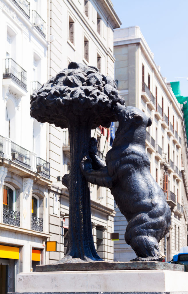 symbol-of-madrid-sculpture-of-bear-and-madrono-tree (4)